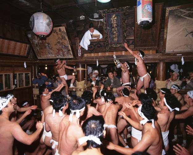 巢守神社裸押合祭