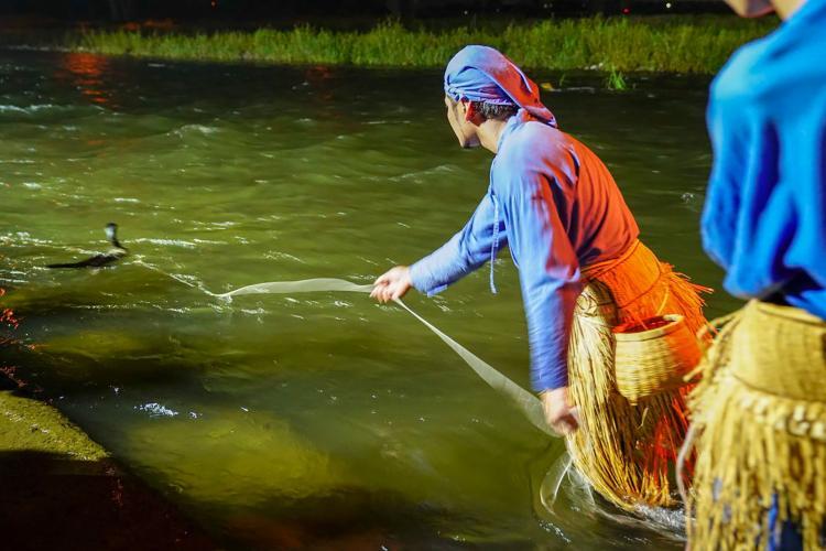 笛吹川石和的鸕鶿捕魚