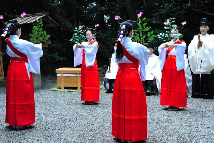 御田植祭(御田神社)