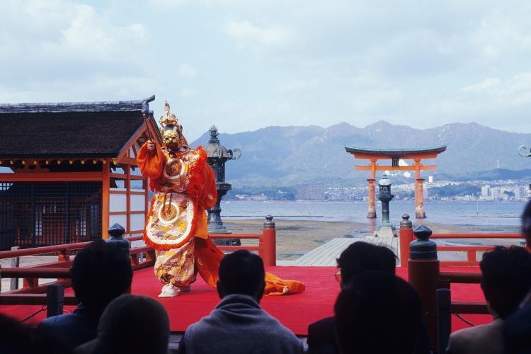 推古天皇祭遙拝式(巖島神社)