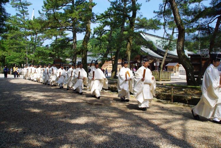 三翁神社祭(巖島神社)