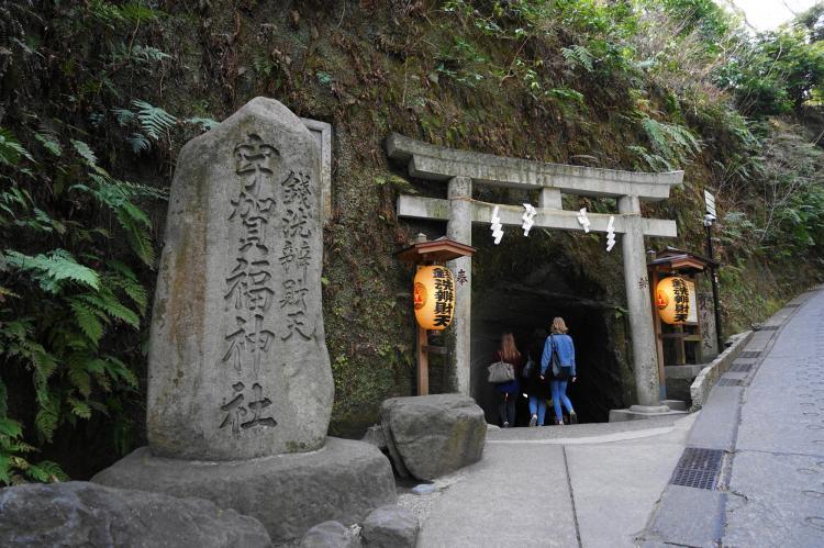錢洗弁財天宇賀福神社(錢洗弁天):鎌倉