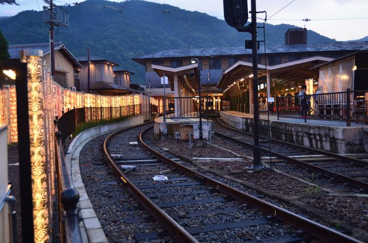 嵐電嵐山車站 有禪的光林