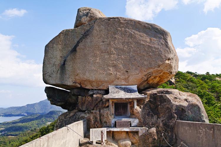小瀬石鎚神社・重岩(小豆島)