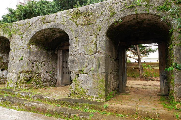 舊崇元寺石門